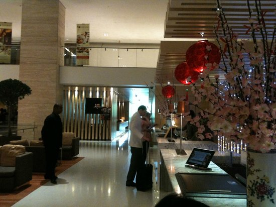 DoubleTree by Hilton Hotel Kuala Lumpur: Lobby and check in area