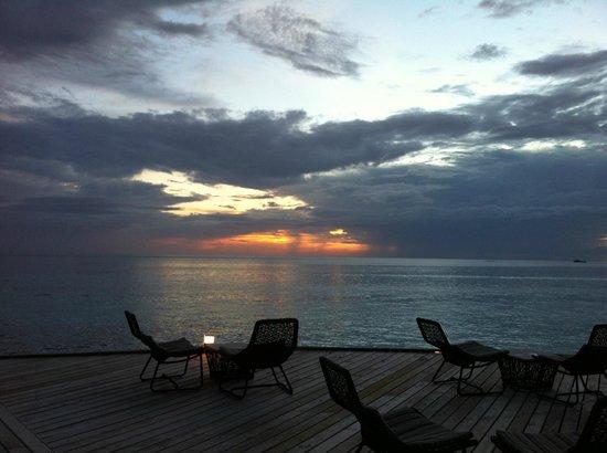 Jumeirah Vittaveli:                   sunset at Bar