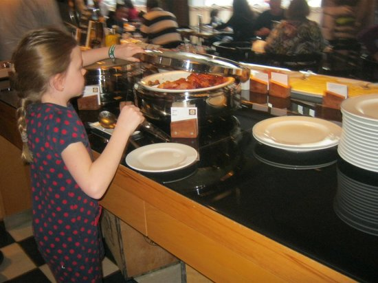 Hamburg Marriott Hotel: Big breakfast buffet