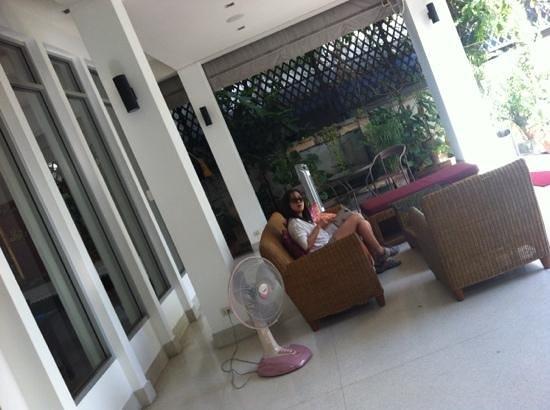 Baan Silom Soi 3: Outdoor verandah.