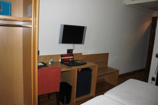 Abba Rambla Hotel: Mini Flat TV
