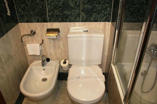 โรงแรมแอ็บบ้าแรมบล้า: Toilet