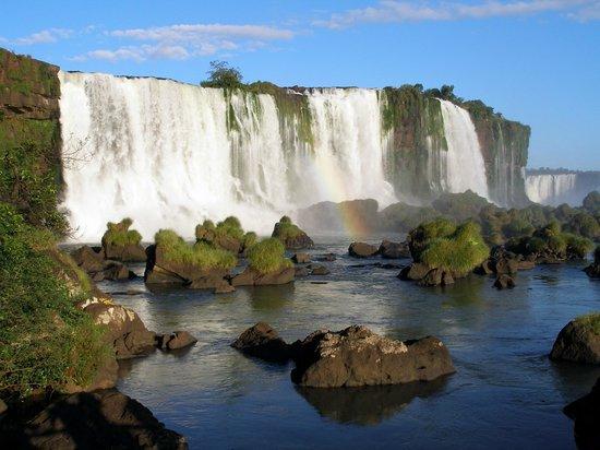 Exe Hotel Cataratas: Vista desde Brasil.