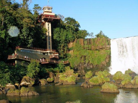 Exe Hotel Cataratas: Ascensor Cataratas lado Brasil.