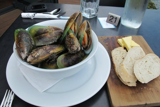 Slip Inn Cafe:                   Mussels