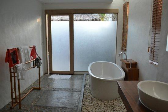 Metadee Resort and Villas:                   шикарная ванная