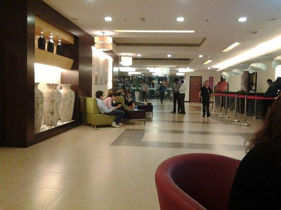 โรงแรมซิตี้แม็กซ์เบอดูไบ:                   холл
