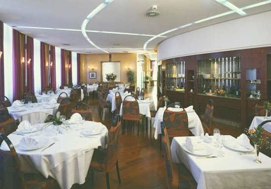 Moderno pordenone restaurant reviews phone number for Arredamenti ristoranti moderni