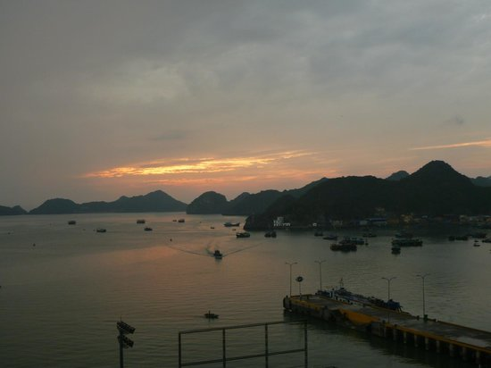 Cat Ba Dream Hotel:                   the view from our room in the 7th floor