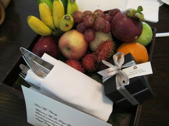 The St. Regis Bali Resort: Generous fruit basket