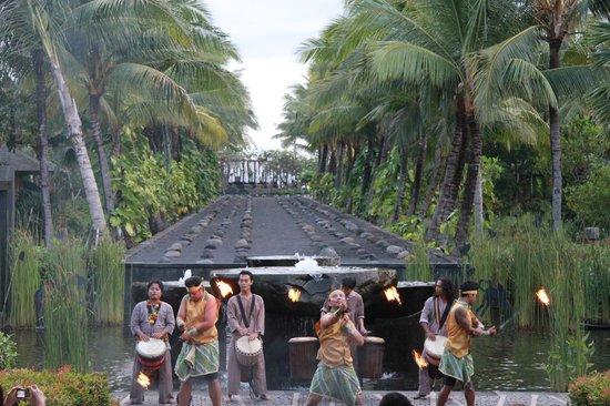 The St. Regis Bali Resort: Kecak dance everyday at 6.30pm in St regis