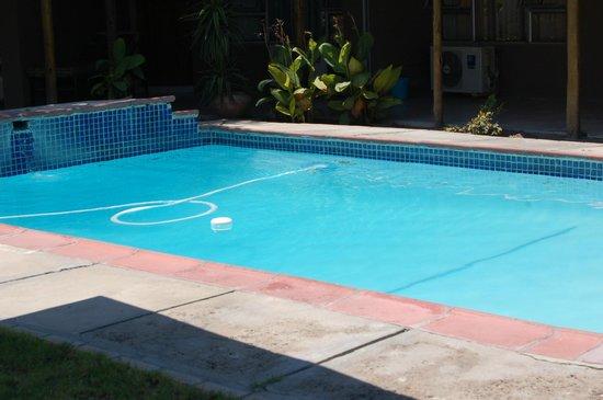 Kamanga Safari Hotel: swimming pool