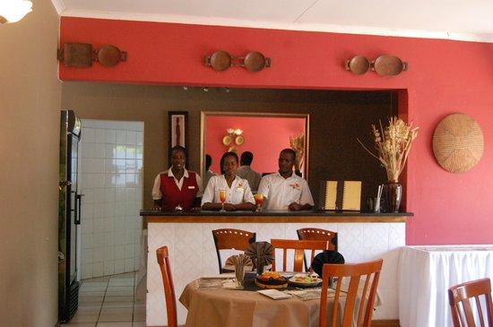 Kamanga Safari Hotel: Dining