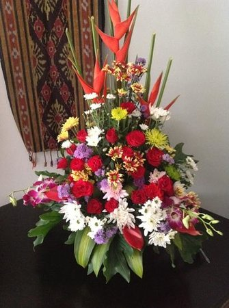 Sanur Paradise Plaza Suites:                   flowers organised by hotel staff & my Husband for Valentines Day