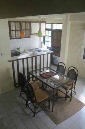 Sunset Apartments:                   Essbereich - Küche