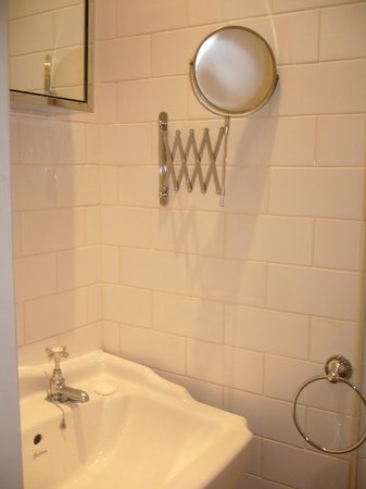 Arlington Road Apartments:                                     bagno