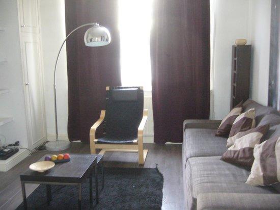 Arlington Road Apartments :                                     soggiorno