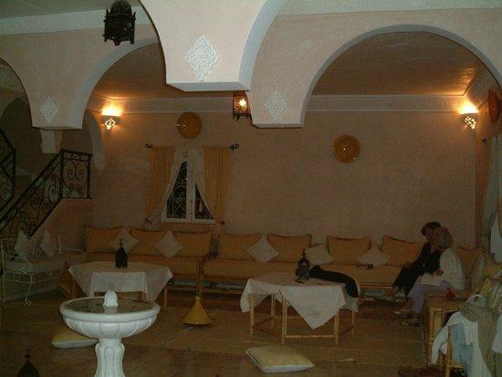 Dar Loubna :                   le salon près de l'entrée