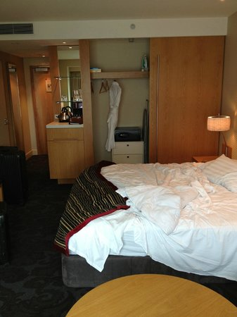 โรงแรมสกายซิตี้ แกรนด์: The bed