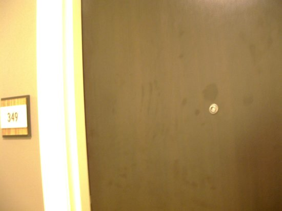 Embassy Suites by Hilton St. Louis - Downtown:                   Proper door with peephole intact.