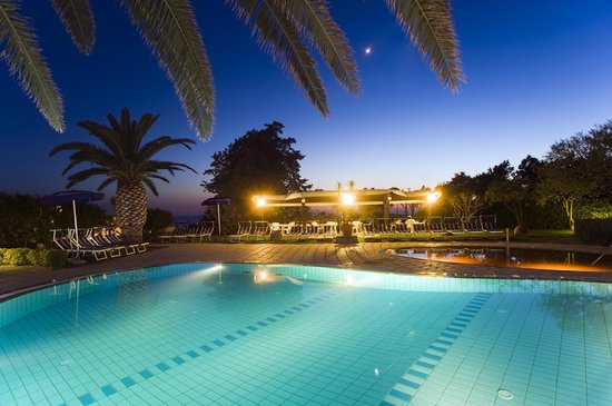 Hotel Ideal : panoramica piscine di notte
