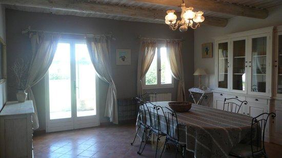Le Lantana:                   salle à manger