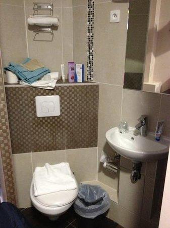 Sweet Hotel Paris:                                     Salle de bain