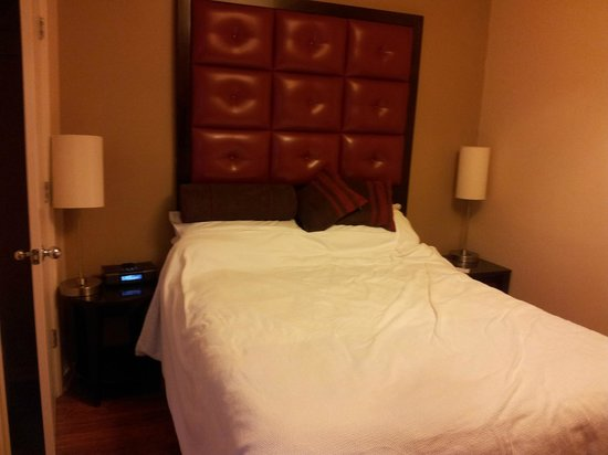 Hotel Belleclaire:                   Room 933 double bed