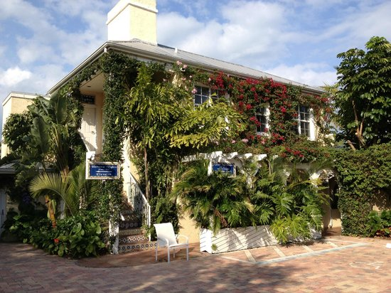 The Caribbean Court Boutique Hotel:                   From parking lot