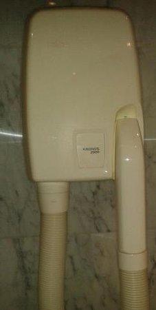 Palafox Hotel:                   Secador/ torturador de pelo que invento un CALVO y no seca