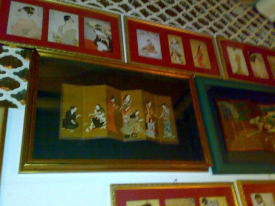 Osteria St. Ana:                   Ukiyo-e scrolls
