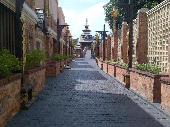 Ammatara Pura Pool Villa:                   Back of hotel, entrance to Beachview Villas