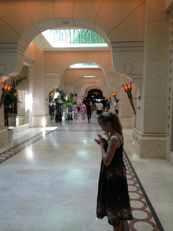 Atlantis, The Palm:                   The Avenue (shopping)