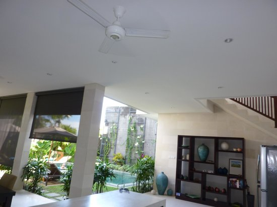Villa Echo Padi:                   Living areas with modern high ceilings