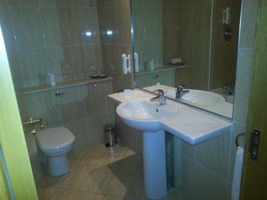 The Millrace Hotel:                   bathroom