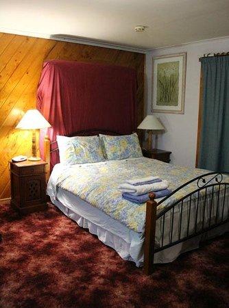Blueberry B&B:                   Queen Bed
