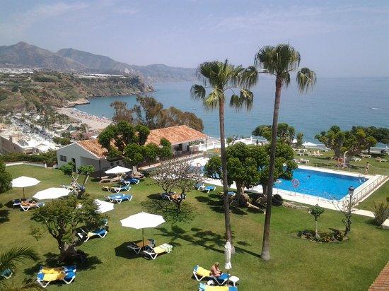 Parador de Nerja:                   La vista desde nuestro habitación al jardín y la playa Burriana