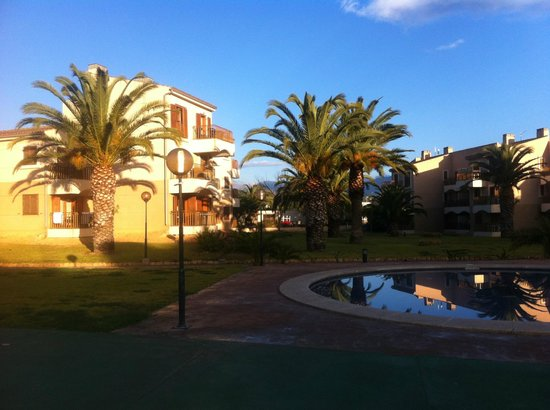 Albir Garden Resort:                   The apartment blocks viewed from the pool area