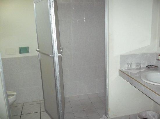 Carmen Inn:                                     Bathroom area