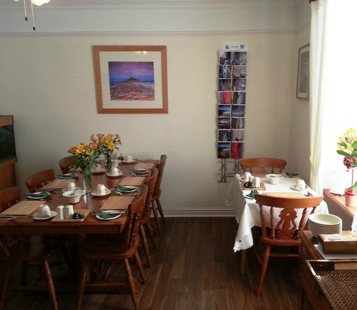 Honeydew Guesthouse:                   Bright and clean breakfast room