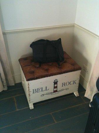 """Hotel """"Bell Rock"""" Europa-Park: Truhe für Gepäck, die sich öffnen lässt"""