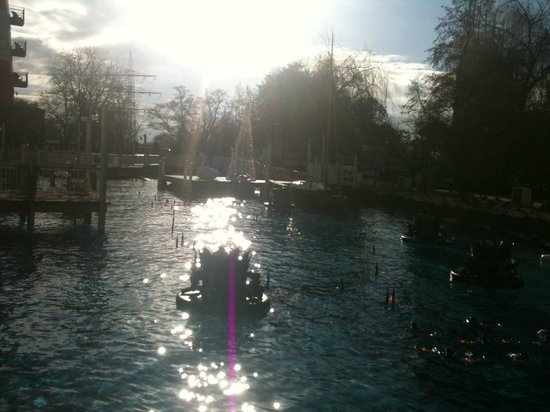 "Hotel ""Bell Rock"" Europa-Park: Springbrunnen der zur Musik sich bewegt"