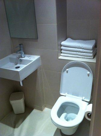 Avni Kensington Hotel:                                     toilettes
