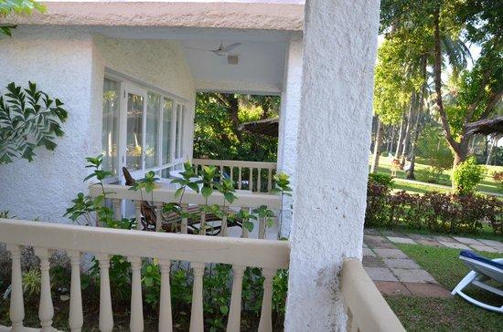 Majorda Beach Resort: Cottage Outside View