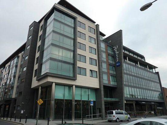 radisson blu royal exterior picture of radisson blu royal hotel dublin dublin tripadvisor. Black Bedroom Furniture Sets. Home Design Ideas