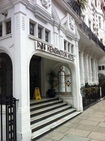 Avni Kensington Hotel:                                     Entrée de l'hôtel