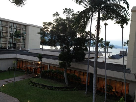 Courtyard by Marriott King Kamehameha's Kona Beach Hotel:                   泊まった部屋は海の眺めは南側にぎりぎり見えるくらい