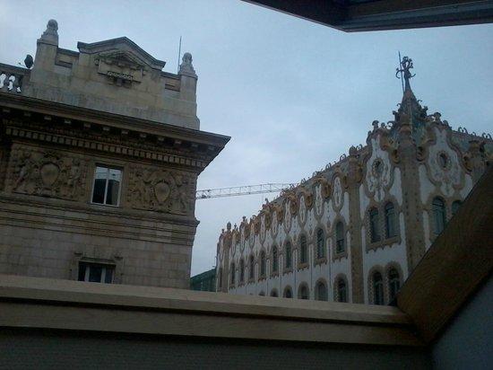 Hotel President Budapest:                   Vista desde la ventana velux abuhardillada.