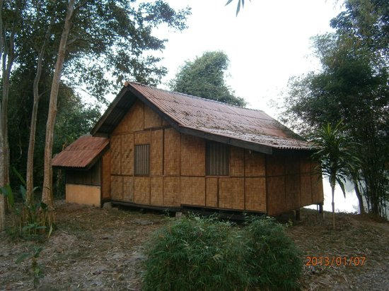 Ban Lao Pako: bungalow facing the river...