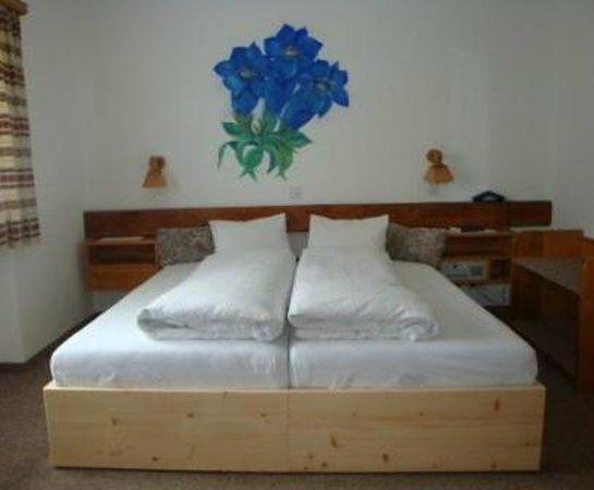 Hotel Acla-Filli: Doppelzimmer mit Enzianblume